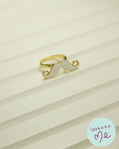 Anel Bigodinho Branco - R$ 39,90    Disponível na nossa loja virtual: http://bzz.ms/anelbigbranco