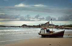 Punta del Diablo. Dpto. de Rocha I Love The Beach, Small Boats, Sailing Ships, Places To Travel, The Row, Clip Art, Colours, Landscape, City