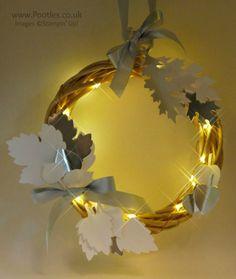 Pootles Advent Countdown 2016 #24 Leaflets Illuminated Wreath Lit