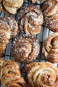 These brown sugar brioche cinnamon rolls are bound to become a holiday favorite in your household. Start with a classic brioche dough and then turn it into these crazy delicious cinnamon rolls. Brioche Rolls, Mets, Bread Rolls, Bread Recipes, Scd Recipes, Czech Recipes, Pastry Recipes, Brunch Recipes, Cinnamon Rolls