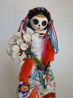 Catrina de papel mache, vendedora de flores