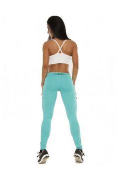 Super modne legginsy, które pięknie modelują sylwetkę oraz zgrabnie unoszą pośladki. Wysoka jakość wykonania, komfort i wygoda. Kolor morski
