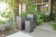 Three descending pots. botanicalmetalworks@gmail.com Metal Planters, Garden Planters, Large Flower Pots, Rusty Metal, Outdoor Decor, Plants, Ideas, Design, Home Decor