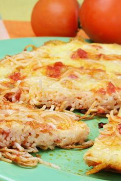 Baked Spaghetti Pizza Recipe with Pepperoni Pasta Recipes, Dinner Recipes, Cooking Recipes, Recipe Pasta, Recipe Box, Italian Recipes, Great Recipes, Favorite Recipes, Pizza Recipes Pepperoni