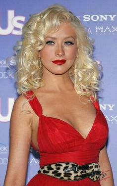 Christina Aguilera Photos - Singer Christina Aguilera attends 'US Weekly's Hot Hollywood: Fresh at the Area Club on September 2006 in Hollywood, California. - US Weekly's Hot Hollywood: Fresh 15 - Arrivals Beautiful Christina, Most Beautiful, Beautiful Women, Absolutely Gorgeous, Estilo Pin Up, Teen Photo, Sarah Michelle Gellar, Christina Aguilera, Female Singers
