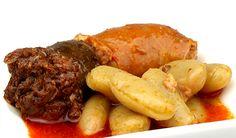 """Fabada asturiana. Blancas, de forma aplanada y alargada de unos 2 cm. Tras la cocción, son blandas y suaves al paladar, se deshacen en la boca y difícilmente pierden la """"piel"""". Te las traemos ya cocinadas, con todo su compagno (chorizo, morcilla y panceta), para que sólo tengas que calentarlo y disfrutar. http://www.porprincipio.com/legumbres-y-arroz/39-fabada-asturiana.html#"""