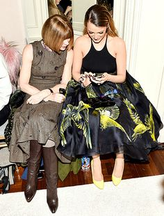 Anna Wintour and Blake Lively take a peek at the actress' phone at the Marchesa fashion show in NYC on Feb. 18.