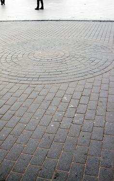 Circular and running bond brick patio design