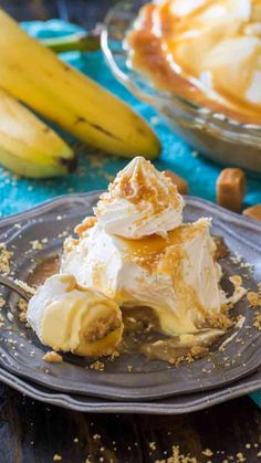 Salted Caramel Banana Cream Pie is a delicious no bake pie, that is luxuriously creamy and filled with banana flavor combined with salted caramel. Pie Pastry Recipe, Pastry Recipes, Cooking Recipes, Pastry Chef, Pie Recipes, Holiday Desserts, No Bake Desserts, Easy Desserts, Delicious Desserts