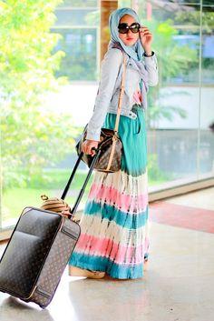 Hijab Fashion 2016/2017: dian pelangi  Hijab Fashion 2016/2017: Sélection de looks tendances spécial voilées Look Descreption dian pelangi