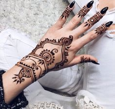 Latest new easy and simple Arabic Mehndi Designs for full hands for beginners, for legs and bridals. Stunning Arabic Mehndi Designs Images for inspiration. Henna Ink, Tattoo Henna, Henna Tattoo Designs, Mehndi Designs, Hand Henna, Tribal Henna, Small Henna Designs, Wrist Henna, Hand Wrist