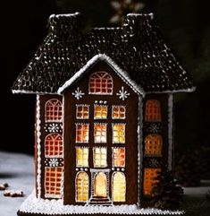 Best Christmas Decorations And Quotes Help You Enjoy Every Minute of the Holiday - Easy Gingerbread House, Gingerbread Castle, Gingerbread Cookies, Candy Factory, Cookie House, Royal Icing Decorations, Miniature Christmas, Linen Spray, All Things Christmas