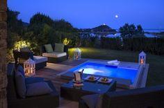 whirlpool im garten terrasse boden eingelassen laternen beleuchtung rattan moebel