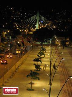 Plaza de Banderas, a un costado de la Av. Diagonal Santander de Cúcuta, Colombia,
