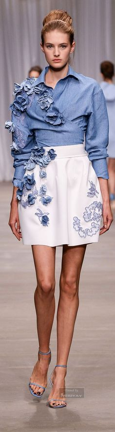 Os Jeans do Verão 2016   Tendências. I love the crisp look of this outfit. The wrap shirt with the a line skirt is traditional and new all at once.