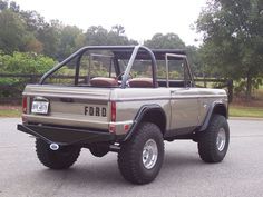 1969 Ford Bronco, never seen this color on a Bronco. Kinda like it.