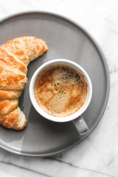 The Sunday Edition Good Morning Breakfast, What's For Breakfast, Morning Coffee, Coffee Blog, Coffee Is Life, Coffee Cafe, Coffee Photography, Food Photography, Coffee Photos