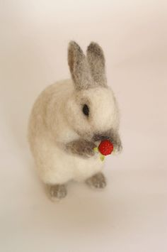 "*NEEDLE FELTED ART An earlier pinner wrote: ""I don't know who made this but it looks JUST like Watson! :)"" Well little Watson must be a real cutie then! Wool Needle Felting, Needle Felting Tutorials, Needle Felted Animals, Wet Felting, Felt Animals, Wooly Bully, 3d Figures, Felt Bunny, Felt Toys"
