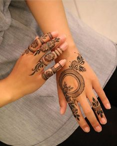 A simple design is popular among all age the girls and women on different events. Here, we have collected easy mehndi design Henna Hand Designs, Eid Mehndi Designs, Mehndi Designs Finger, Floral Henna Designs, Stylish Mehndi Designs, Mehndi Designs For Beginners, Mehndi Designs For Girls, Mehndi Designs For Fingers, Latest Mehndi Designs