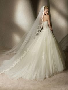 Glamorous Sweetheart Neckline in Tulle Ball Gown and Semi-Cathedral Length Train