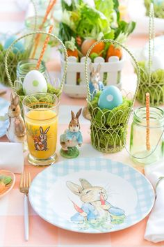 Host a Kid's Peter Rabbit Easter Party this Season! Easter Table, Easter Party, Easter Eggs, Easter Bonnets, Easter 2018, Easter Dinner, Easter Brunch, Peter Rabbit And Friends, Peter Rabbit Party