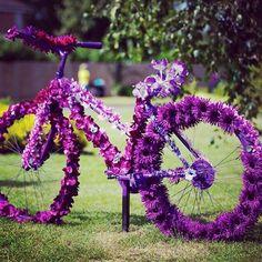 Paarse Bloemen Fiets - Purple Flower Bicycle during London 2012 Olympic Cycling Time Trial Purple Love, All Things Purple, Shades Of Purple, Purple Stuff, Purple Rain, Deep Purple, Girly Stuff, Diy Flowers, Purple Flowers