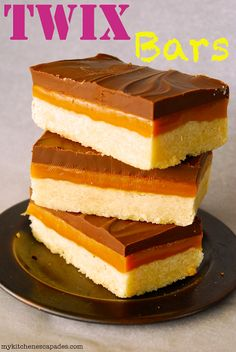 Twix Bars - My Kitchen Escapades - this simple recipe is the best bar cookie you will find! Taste even better than Twix candy bars so be warned :) Candy Recipes, Sweet Recipes, Baking Recipes, Dessert Recipes, Just Desserts, Delicious Desserts, Yummy Food, Dessert Healthy, Homemade Twix Bars