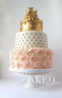Cake design blanc , rose et doré Pretty Cakes, Cute Cakes, Beautiful Cakes, Amazing Cakes, Sweet 16 Birthday Cake, Quince Cakes, Quinceanera Cakes, Crown Cake, Sweet 16 Cakes