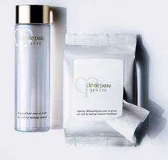 Quick and effortless makeup removal + Cleanser Bonus(5)