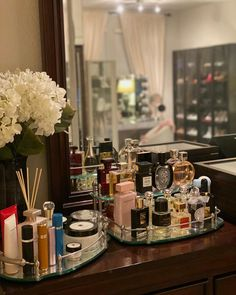 A Frontgate customer styles the Belmont Personalized Vanity Trays. Perfume Storage, Perfume Organization, Perfume Display, Perfume Tray, Patchouli Perfume, Perfume Scents, Bandeja Perfume, Beauty Vanity, Makeup Vanity Decor