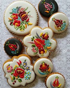 Cookies Decorations Inspired by Embroidery