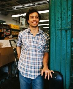 LOVE Amos Lee! He has beautiful vocals, and he looks really good in this picture too!! :D