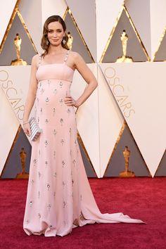 Love the diamond chandelier earrings worn by Emily Blunt #Oscars2016