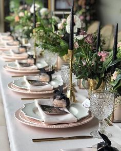 We truly love how black and gold accents work well together with blush tableware in creating a chic tablescape design! Photo: Amsis Photography | Florals: @rachelaclingen | Planner: @TrulyYoursPlan | Caterer: @ellecuisineto