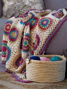 Betsy Makes ....circle crochet motif blanket.