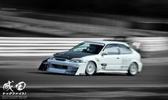 Honda Civic EK - time attack car via http://thenaritadogfight.com/ - That's one crazy looking front end