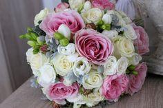 Ružovo biela svadobná kytica z ruží