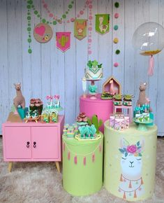 A queridinha do momento! No drama Lhama😍 Nós amamos! Inspira aí 💕 By Llama Birthday, Birthday Diy, Birthday Party Decorations, 1st Birthday Parties, Happy Birthday, Fiesta Theme Party, Party Themes, Party Activities, First Birthdays