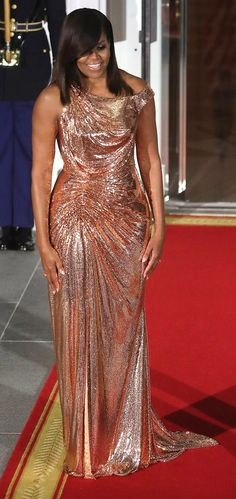 First Lady, Michelle Obama in Atelier Versace attends The White House State Dinner. #bestdressed