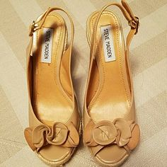Steve Madden Wedges STEVE MADDEN SLING BACK WEDGES PEEP TOE / WITH BOW ON TOP COLOR TAN MANMADE MATERIAL  STYLE IS CALLED FAUNTAIN ONLY WORN A FEW TIMES  VERY GOOD CONDITION  LOTS OF LOVE LEFT FOR SOMEONE! Steve Madden Shoes Wedges