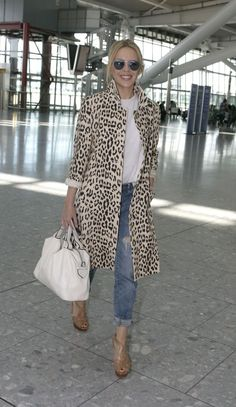 Leopard coat - I love this casual sophisticated look Mode Outfits, Winter Outfits, Casual Outfits, Fashion Outfits, Womens Fashion, Fashion Trends, Dress Casual, Ladies Fashion, Fashion Clothes