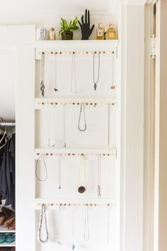 [orginial_title] – Jennifer Myers Easy DY Jewelry Storage Rack Need a jewelry storage solution? Make this easy DIY jewelry storage rack to store your necklaces. It's inexpensive, and totally customizable. Storage Hacks, Diy Storage, Storage Shelves, Storage Ideas, Storage Design, Necklace Storage, Jewellery Storage, Diy Jewelry, Vintage Jewelry