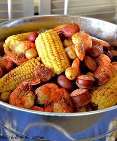 A dinner for when family is in town for Christmas- Country Shrimp Boil - 1 lb. bottle beer - 6 ears of corn - 12 baby red potatoes - or any small potato - Old Bay crab boil seasoning Shrimp Dishes, Shrimp Recipes, Fish Recipes, Great Recipes, Favorite Recipes, Seafood Boil Recipes, Seafood Boil Pot, Cajun Boil, Recipies