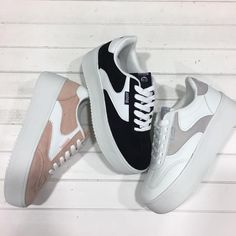 #Deportivas plataforma Mustang ideales para combinar con looks atrevidos y tejaneros Dress With Sneakers, Sneakers Fashion, Fashion Shoes, Shoes Sneakers, Shoes Heels, Girls Shoes, Baby Shoes, Luxury Shoes, Platform Shoes