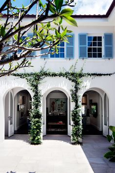 Mediterranean-inspired Sydney Harbour House Arched windows and doorways are an architectural feature of this Mediterranean-inspired Sydney Harbour home. Spanish Style Homes, Spanish House, Spanish Revival, Spanish Colonial, Blue Shutters, Wooden Shutters, Arch House, Home Modern, Mediterranean Home Decor