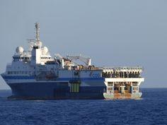 Puerto de Las Palmas. Gran Canaria     : Geowave Voyager....Buque de Investigación fondeado...