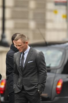 Discover our collection of Daniel craig james bond suits . These elegant Daniel craig 007 tuxedos and suits are available at discounted price Daniel Craig James Bond, Daniel Craig Skyfall, Daniel Craig Suit, Craig Bond, James Bond Suit, James Bond Skyfall, Bond Suits, James Bond Style, Casino Royale