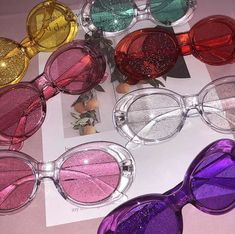 ItGirl Clothing glitter clout goggles are EVERYTHINGGGG! Add these to make the ultimate and early outfit xoxo Pink Aesthetic, Aesthetic Clothes, Aesthetic Grunge, Oval Sunglasses, Sunglasses Women, Sunnies, Images Esthétiques, Sacs Louis Vuiton, Glitter Make Up