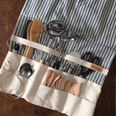 キッチンツールや、カトラリーを収納して、くるくるっと丸めて運ぶことができ キャンプキッチンでは吊るして使用する…