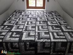 Fehér-fekete ágytakaró (Diti) - Meska.hu Quilts, Blanket, Contemporary, Rugs, Home Decor, Farmhouse Rugs, Decoration Home, Room Decor, Quilt Sets
